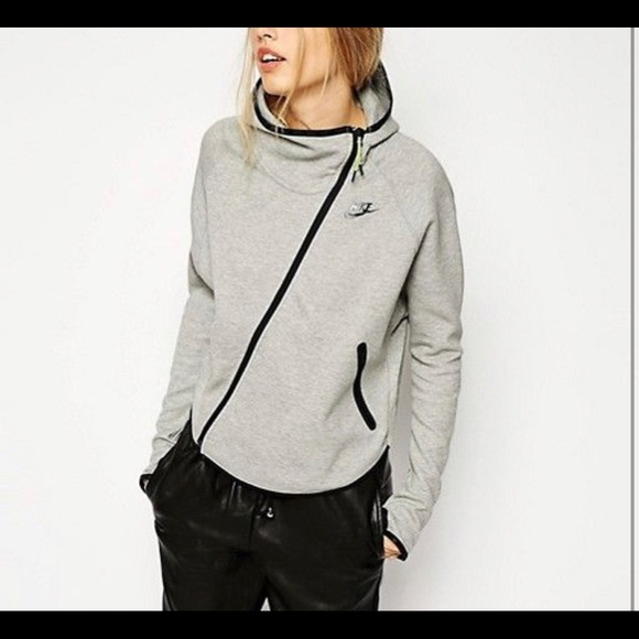 1b47fea8114a Nike Women s tech fleece butterfly hoodie. M 5c3bfdad8ad2f9df8773057e